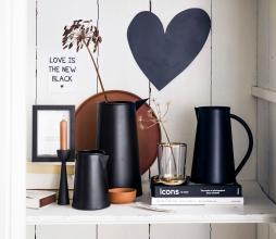 Afbeelding van product: vtwonen Pitcher met handvat 23x22 cm metaal zwart