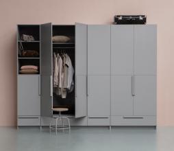 Afbeelding van product: WOOOD Pure 2-drs garderobekast splitdeur 215x95x60 cm grenen betongrijs