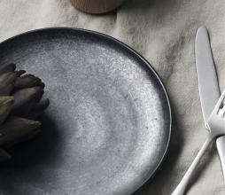Afbeelding van product: House Doctor Pion lunchbord Ø 21,5 cm porselein zwart-bruin