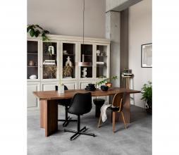 Afbeelding van product: vtwonen Angle eettafel 220x90 cm noten fineer bruin